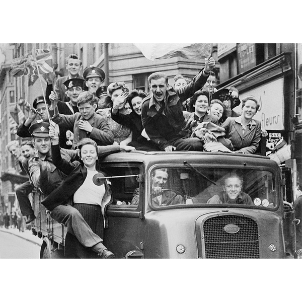 VE Day bus (https://commons.wikimedia.org/wiki/File:Ve_Day_Celebrations_in_London,_8_May_19 45_HU41808.jpg)